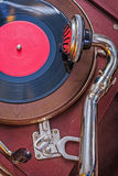 Övre sikt för gammal grammofon mycket tätt upp Royaltyfria Bilder