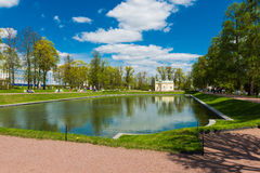 Övrebadpaviljongen i Catherine parkerar av Tsarskoe Selo Royaltyfri Foto