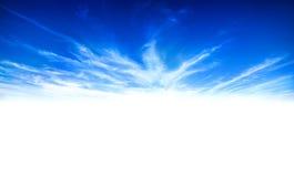 Vrede in blauwe hemel witte wolken Stock Afbeelding
