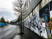 Vredesmuur in Belfast, Noord-Ierland stock afbeeldingen