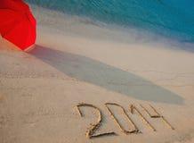 Vreedzame die kust met 2014 op zand wordt getrokken Royalty-vrije Stock Foto