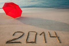 Vreedzame die kust met 2014 op zand wordt getrokken Stock Afbeelding