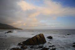 Vreedzame kust dichtbij Malibu, Californië Royalty-vrije Stock Afbeelding