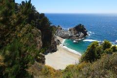 Vreedzame kustlijn in Californië - Weg  royalty-vrije stock fotografie