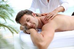 Vreedzame massagetijd stock afbeelding