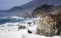 Vreedzame Oceaan en kustlijn van Weg 1 Stock Foto's