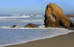 Vreedzame Oceaan op de Kust van Californië Stock Foto