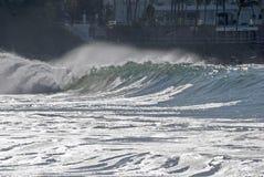 Vreedzame Oceaanbranding en nevel Stock Afbeelding