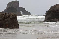 Vreedzame oceaankustlijn Royalty-vrije Stock Afbeeldingen