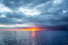 Vreedzame Oceaanzonsondergang in de Galapagos stock fotografie