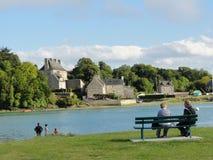 Vreedzame rivieroever in Frankrijk Stock Foto's