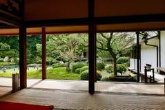 Vreedzame tuin in Shorenin Kyoto stock afbeelding