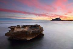 Vreedzame zonsondergang op de Middellandse Zee Stock Foto