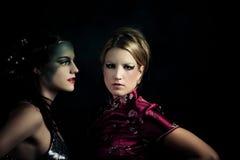 Vreemd paar van meisjes royalty-vrije stock afbeelding