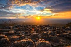 Vreemde rots op zonsondergang Stock Foto's