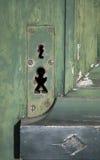 Vreemde sleutelgaten op een oude deur Stock Foto