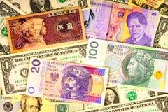 Vreemde valutaclose-up van geld Internationale munten stock foto