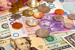 Vreemde valutaclose-up van geld Internationale munten royalty-vrije stock afbeeldingen