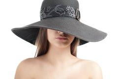 Vreemdere vrouw in hoed Stock Foto's