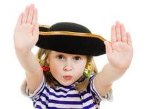 Vreselijk piraatmeisje in overhemd en hoed stock afbeeldingen