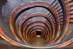 Vresig tred och grå trappuppgång Arkivbild