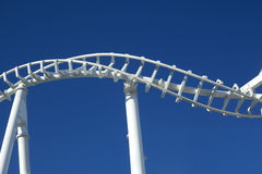 vridet rollercoasterspår Royaltyfri Fotografi