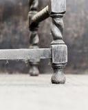 Vridningen för korn för stol för den från Jakob den förstes tid eken för stil gamla dammiga lägger benen på ryggen den antika Royaltyfri Bild