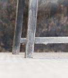 Vridningen för korn för stol för den från Jakob den förstes tid eken för stil gamla dammiga lägger benen på ryggen den antika Arkivbilder