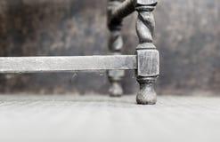 Vridningen för korn för stol för den från Jakob den förstes tid eken för stil gamla dammiga lägger benen på ryggen den antika Arkivbild