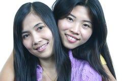 Vriend-omhelzing 3 van het meisje Royalty-vrije Stock Afbeeldingen