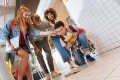 Vriendelijke internationale jongen die eenzaamheid voelen op school stock foto