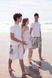 Vrienden bij het strand Royalty-vrije Stock Foto