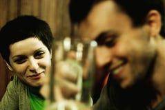 Vrienden bij restaurant Stock Fotografie