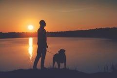 Vrienden bij zonsondergang Royalty-vrije Stock Afbeelding