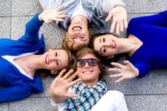Vrienden die handen golven Royalty-vrije Stock Afbeelding