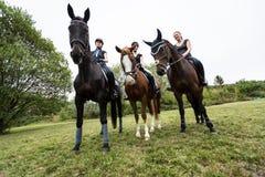 Vrienden die voor een Rit gaan Royalty-vrije Stock Foto's