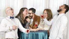 Vrienden Dolkomisch Lachen Stock Foto's