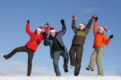 Vrienden met de hoeden van de Kerstman het dansen Royalty-vrije Stock Afbeeldingen