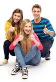 Vrienden met omhoog duimen Stock Fotografie