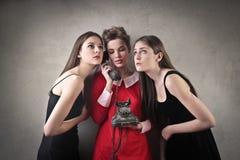 Vrienden op de Telefoon Stock Foto's