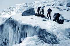 Vrienden op gletsjer Chipicalqui stock foto's