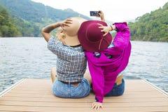 Vrienden op vakantie en reis royalty-vrije stock foto's