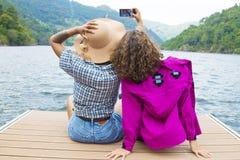 Vrienden op vakantie en reis royalty-vrije stock foto