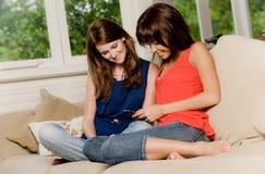Vrienden thuis Stock Fotografie