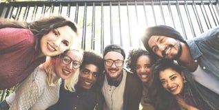 Vriendenvriendschap het Lopen de Pretconcept van de Parksamenhorigheid Stock Afbeelding