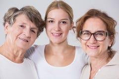 Vriendschap tussen generaties tussen vrouwen royalty-vrije stock foto's