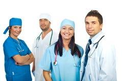 Vriendschappelijk glimlachend jong team van artsen Stock Foto