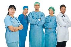 Vriendschappelijke artsenvrouw en haar team Stock Afbeeldingen