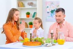 Vriendschappelijke familie die diner hebben samen Royalty-vrije Stock Foto