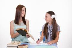 Vriendschappelijke leraar en student Stock Afbeeldingen